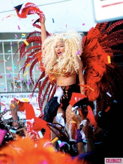Nicki-Minaj-Dons-On-Bikini-for-Pound-The-Alarm-Video-Shoot-2-435x580