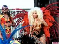 Nicki-Minaj-Dons-On-Bikini-for-Pound-The-Alarm-Video-Shoot-4-580x435
