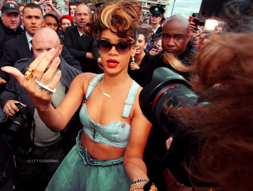 Rihanna_Hand