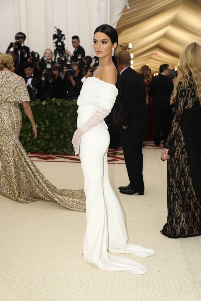 red-carpet-met-gala-3722-kendall-jenner-superJumbo_OFFWHITE_nytimes
